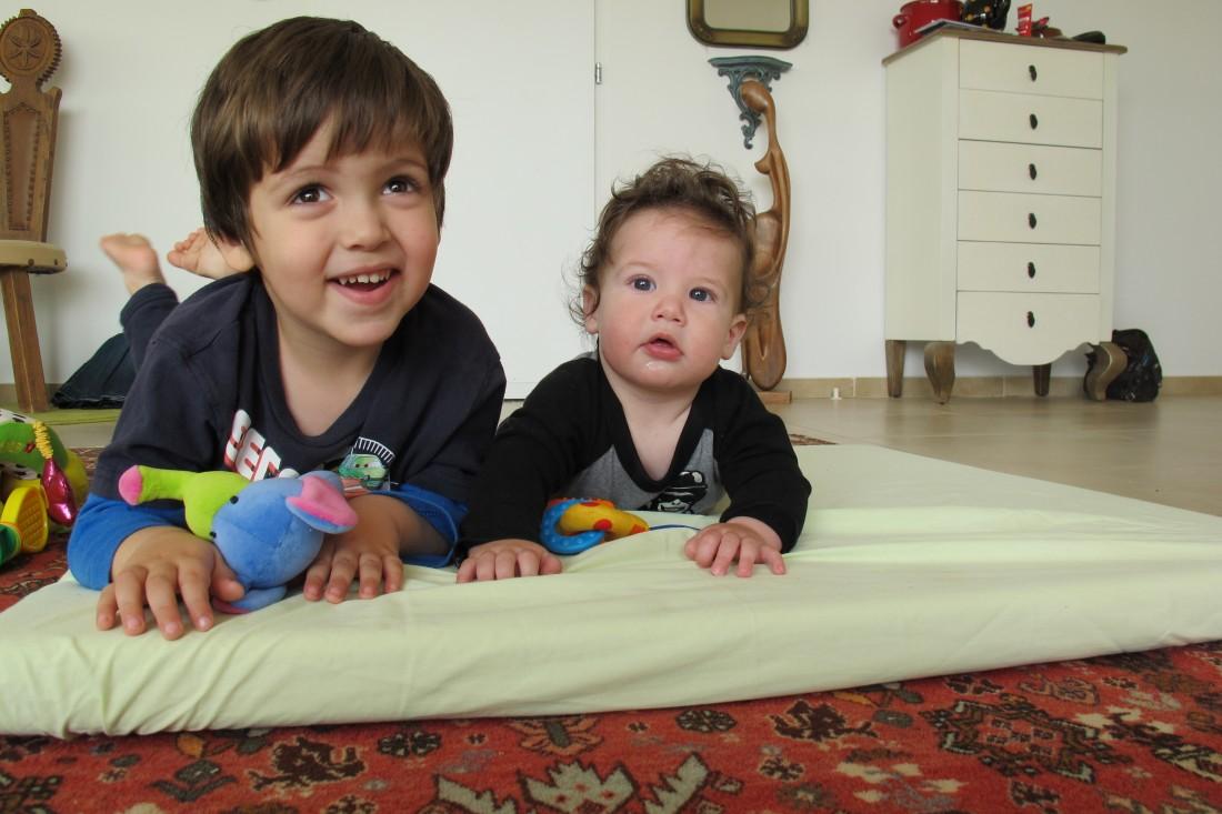 בתמונה: ילדים אומללים שמשתמשים במוצץ, צילום אילוסטרציה